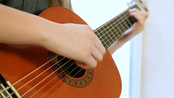 hoc dan guitar bat dau tu dau