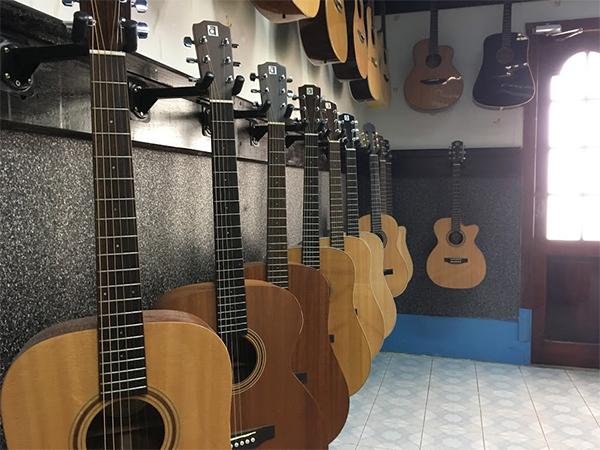 noi san xuat dan guitar