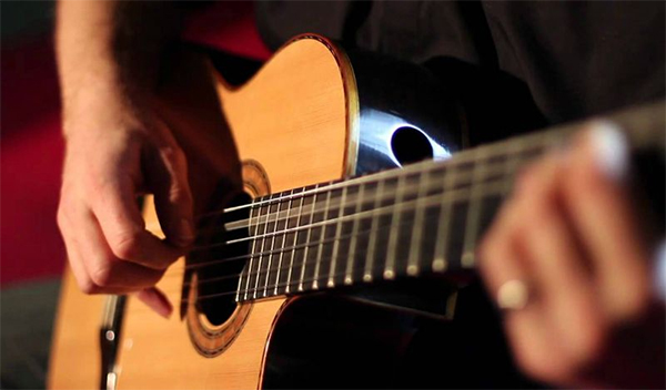 bao ve ngon tay khi choi guitar